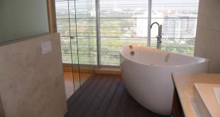 łazienka podłoga drewniana