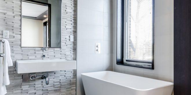 Łazienka wykończona w płytkach ceramicznych