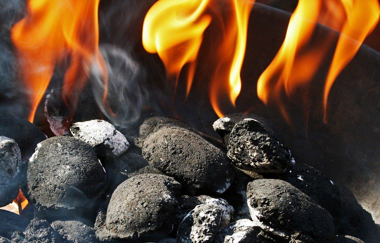 palący się węgiel