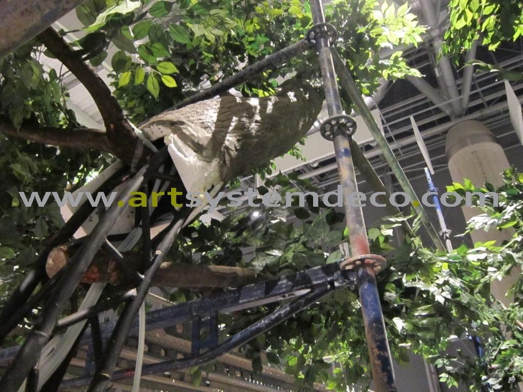 Budowa sztucznego drzewa w biurowcu