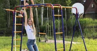 dzieci na drabinkach do wspinania w ogrodzie