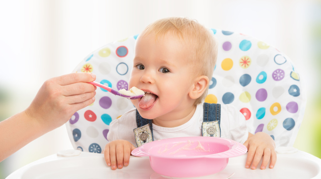 Metoda BLW wyklucza karmienie łyżeczką | fot.: Fotolia