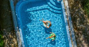 Relaks we własnym basenie