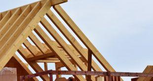 W trakcie budowy dachu