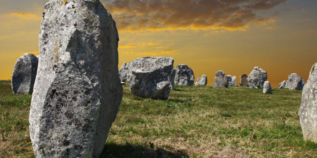 Carnac Francja tajemnicze obeliski