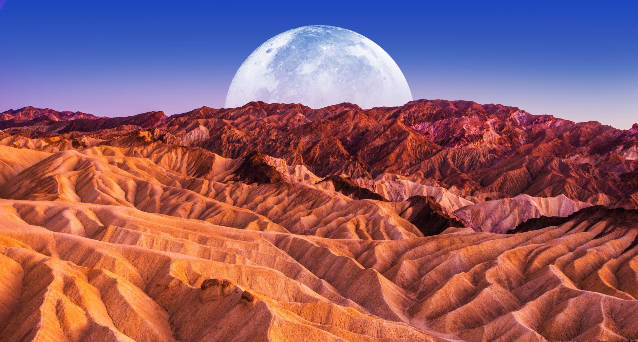 księżyc nad doliną śmierci w nevadzie