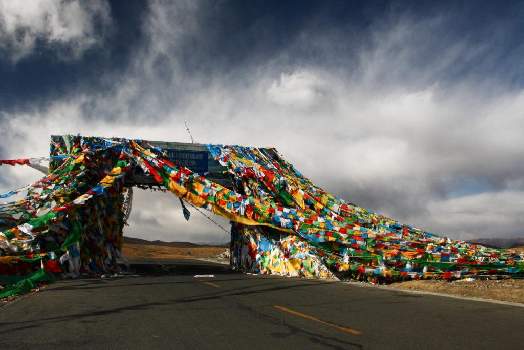 Tybet flagi modlitewne przy Karo La
