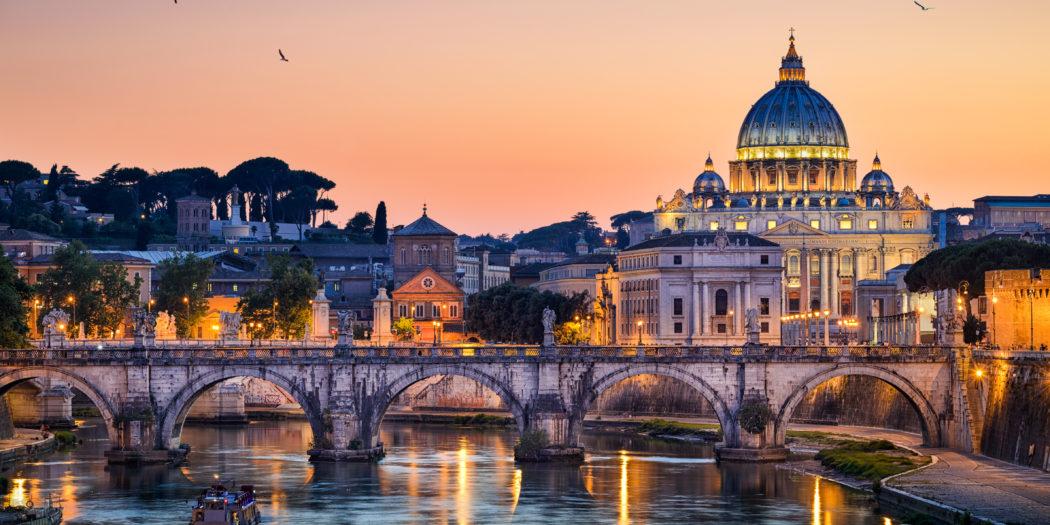 Bazylika św. Piotra na Watykanie nocą