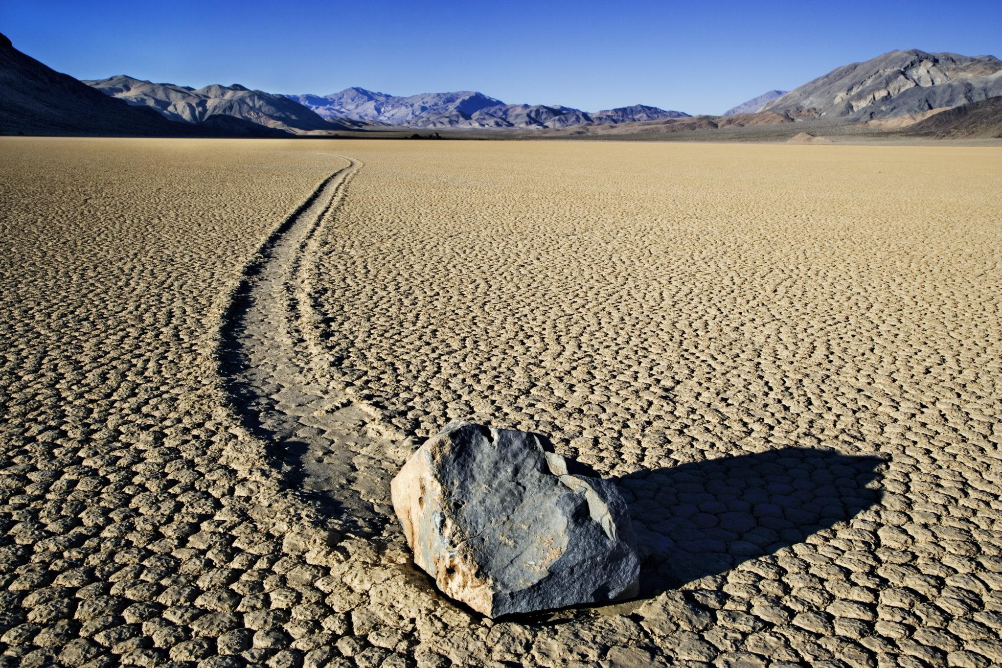 wędrujące kamienie dolina śmierci USA