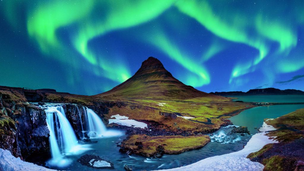 Aurora borealis na Kirkjufell na Islandiiter.