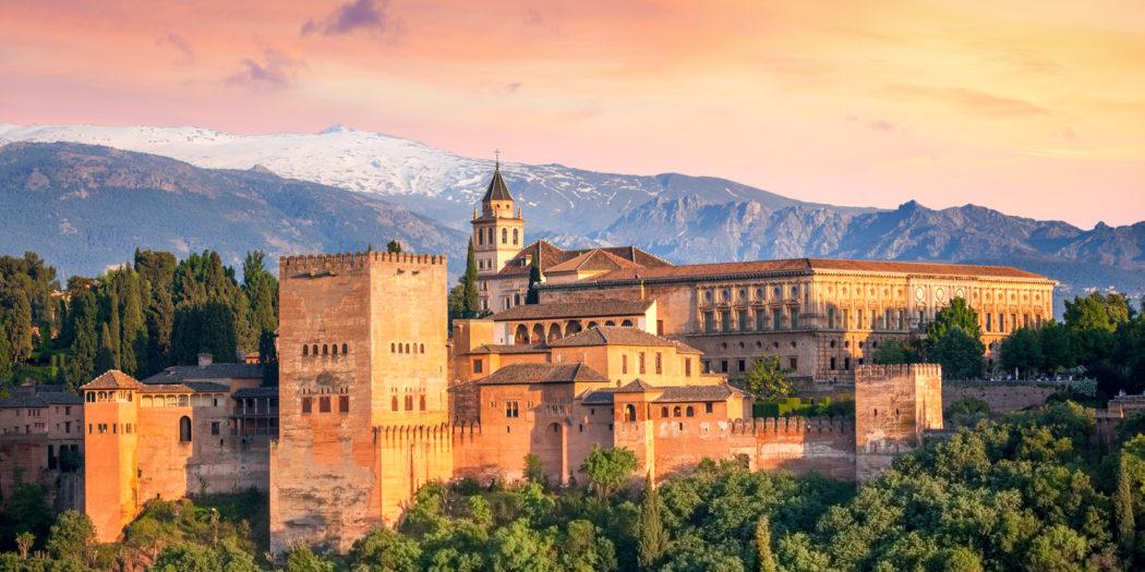 Alhambra o zachodzie słońca