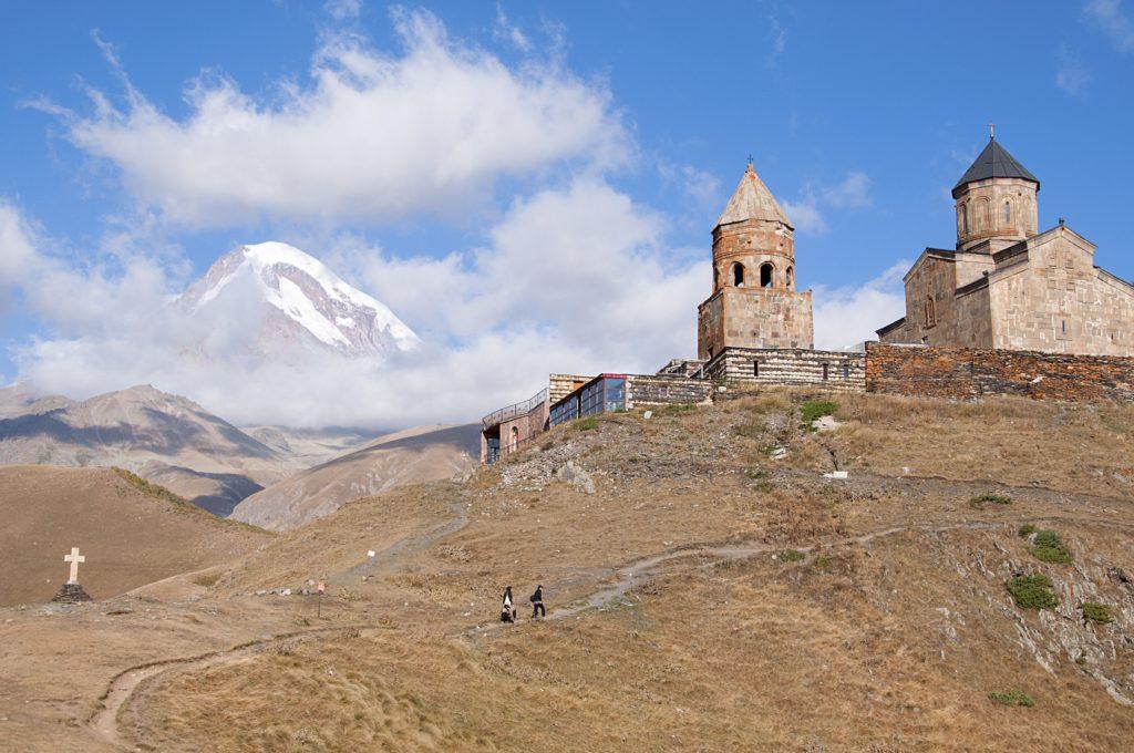 Kościół Cminda Sameba na tle Kazbeku