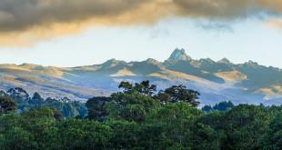 Mount Kenya (5199 m n.p.m.) - najwyższa góra Kenii, Koronka Ziemi