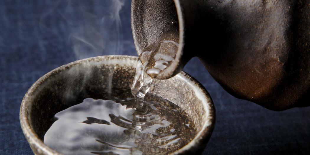 Jak pić nietypowe alkohole metaxę, absynt, sake