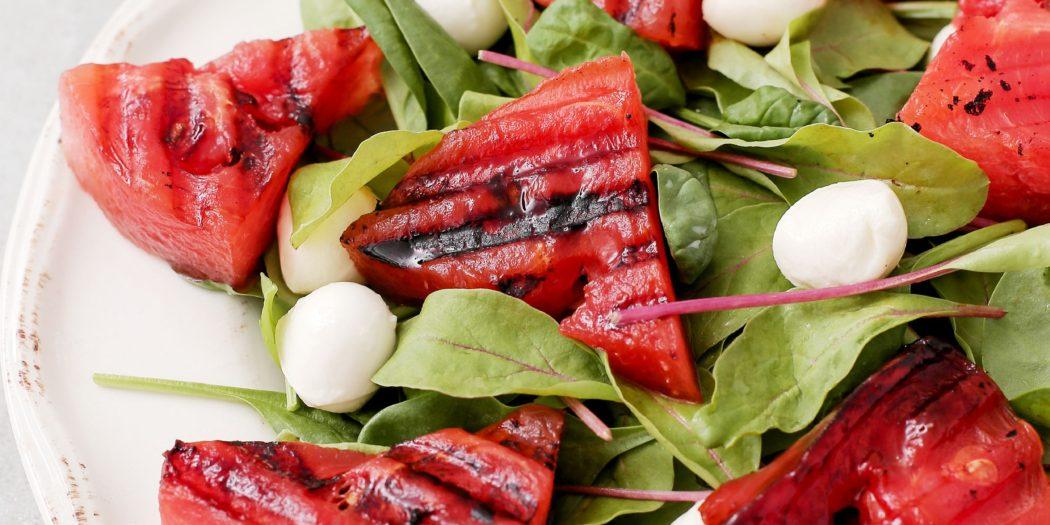 sałatka z grillowanego arbuza