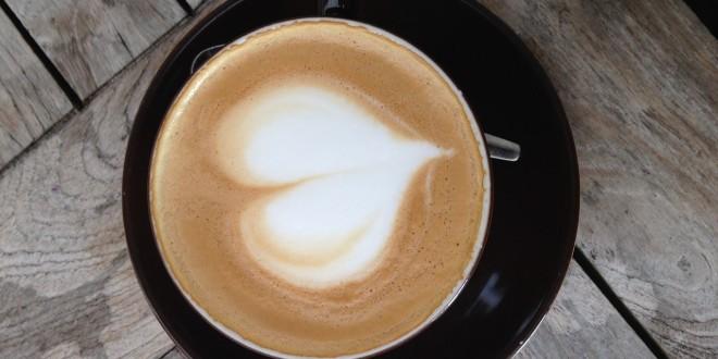 Poranna kawa z mlekiem