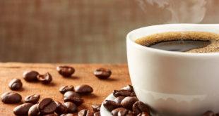 Ziarna kawy i kawa w filiżance