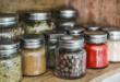 Półka na przyprawy - kolorowe słoiki