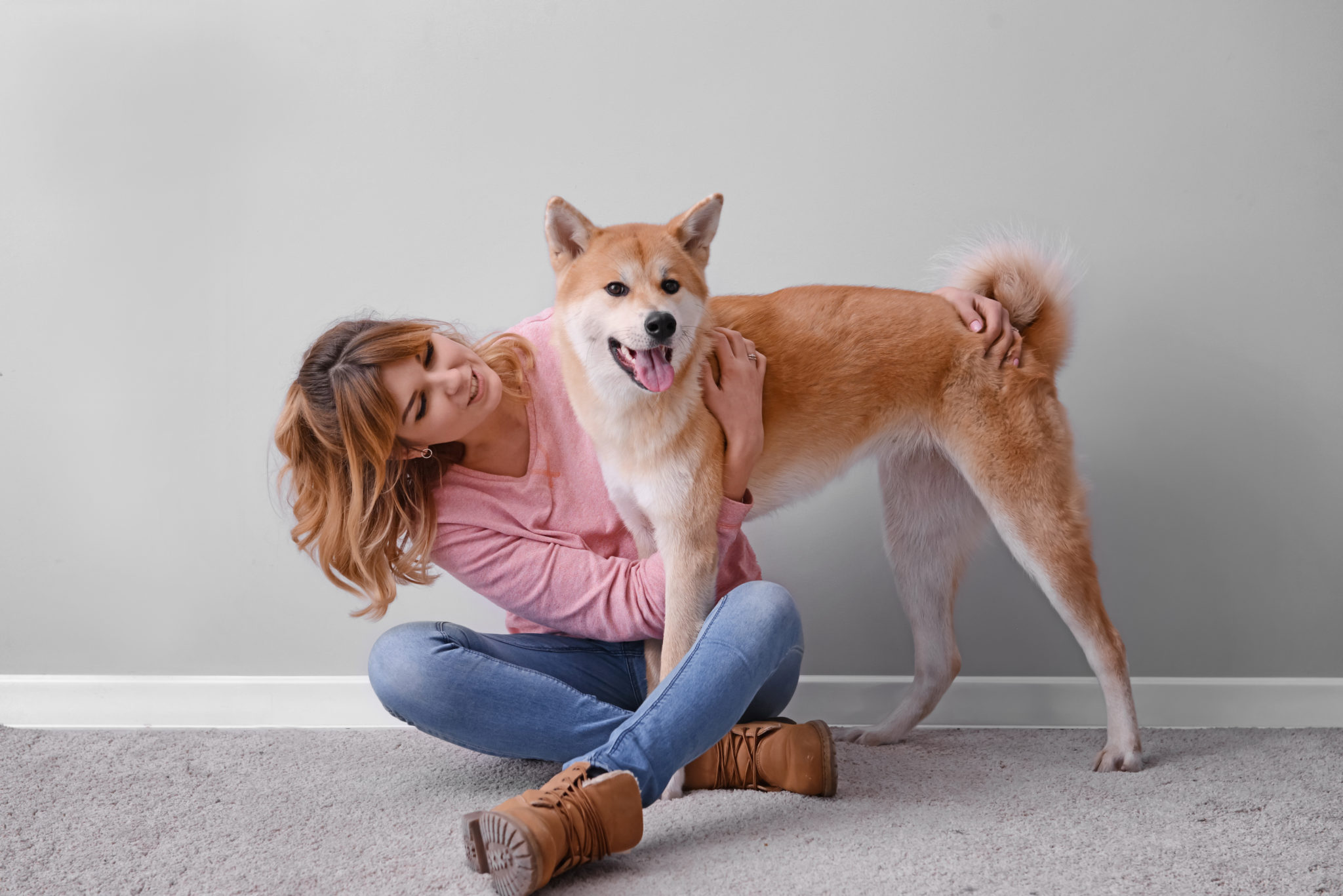 Akita Inu ze swoją właścicielką