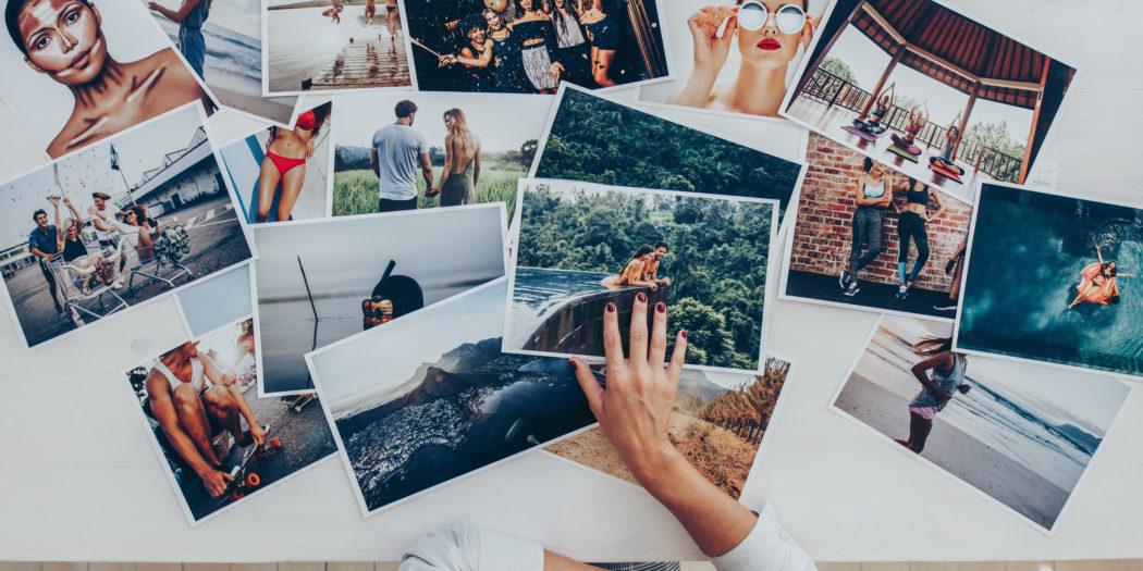 fotograf wybierająca najlepsze zdjęcia