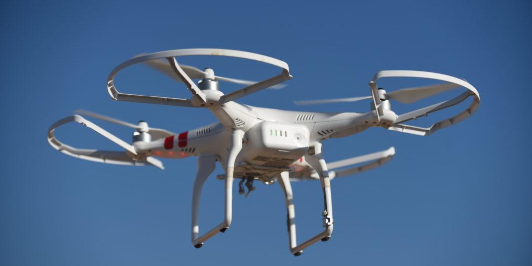 Drony w usługach kurierskich