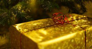 świąteczny prezent pod choinką