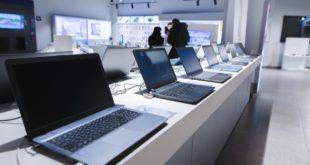 Notebooki w sklepie komputerowym