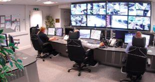 Pracownicy w centrum monitorowania