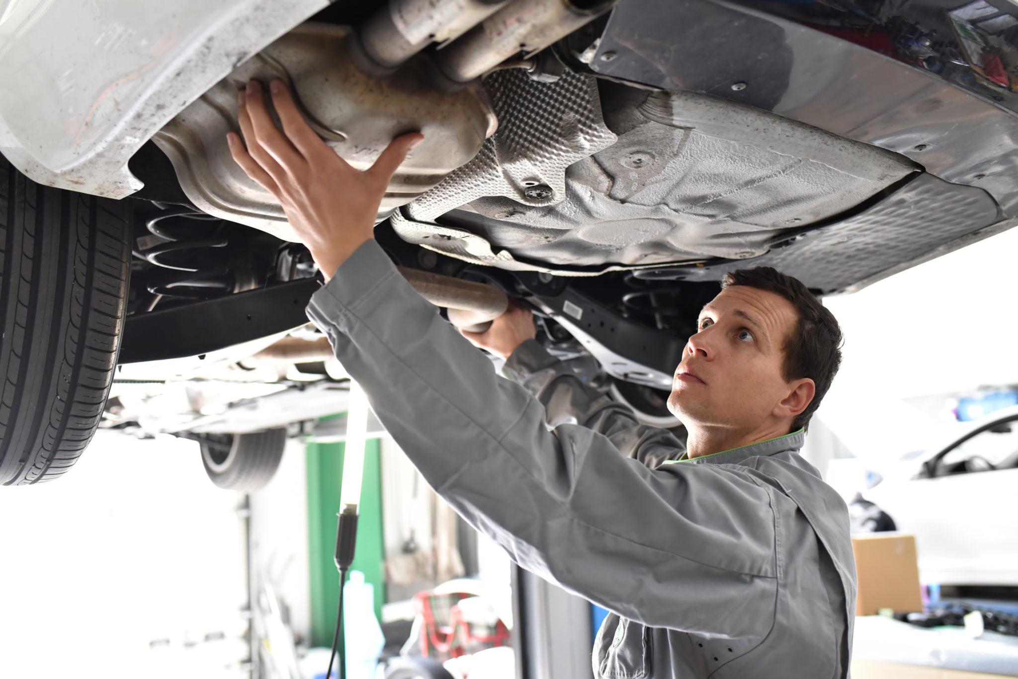 mechanik samochodowy katalizator