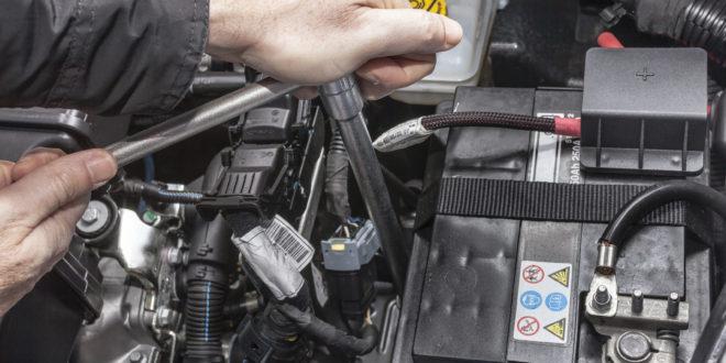 Montaż akumulatora w samochodzie