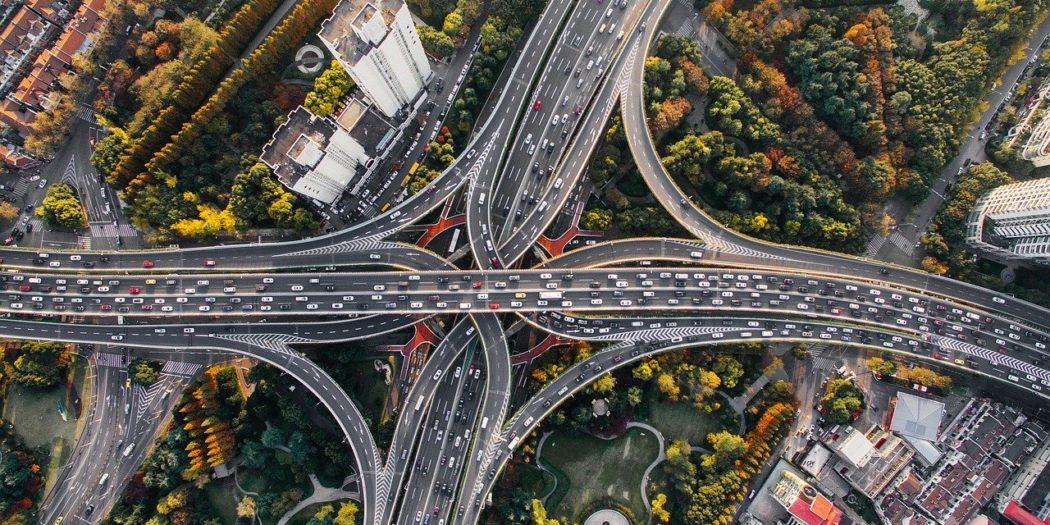 węzeł komunikacyjny, wielopasmowa ulica autostrada, wiadukt