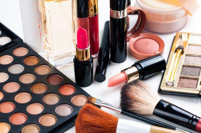 Różne kosmetyki mineralne