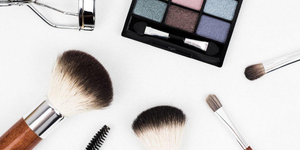 zesatw do makijażu pędzle zalotka cienie do powiek