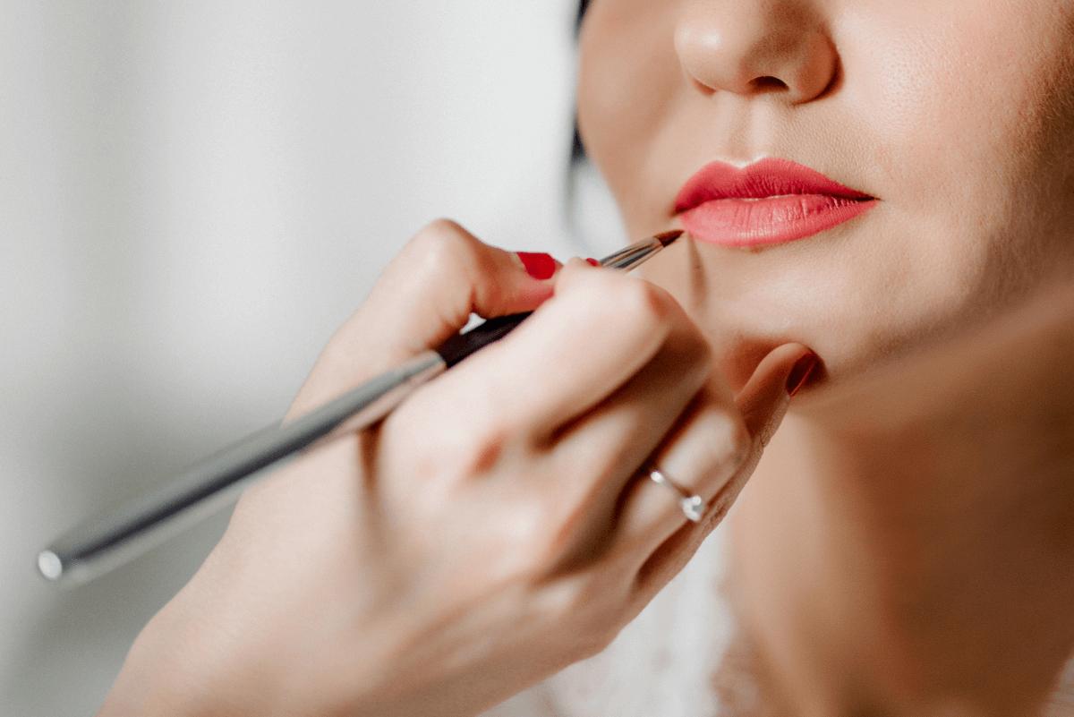 makijaż ślubny mocno podkreślone usta