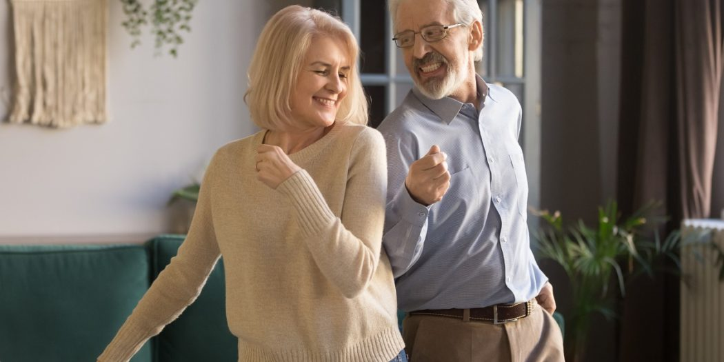 zakochani seniorzy