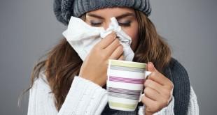 Młoda kobieta z grypą