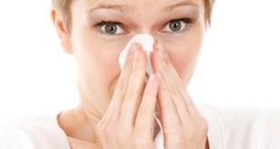 Kabieta z katarem alergicznym