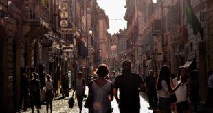 Ludzie - spacer w mieście